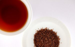 one dish of rooibos leaves and 1 cup rooibos tea